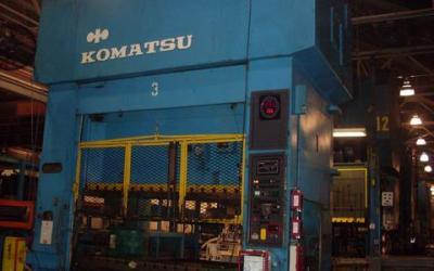 Linha de Prensa , marca Komatsu , com 5 prensas e cabeceira de 1000 ton