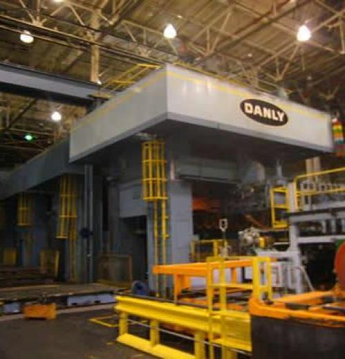 Prensa , marca Danly com freio fricção com 1000 ton